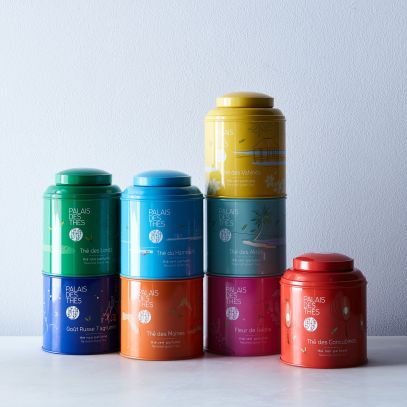 a1e2b36f-2692-4084-a9fe-50f71a9c0236--2017-0721_palais-des-thes_colorful-stackable-tea-tins_family_silo_rocky-luten_008.jpg